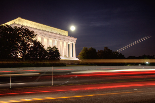 lincoln memorial, washington dc, night photography, landscape, lights, cars, angela b. pan, abpan