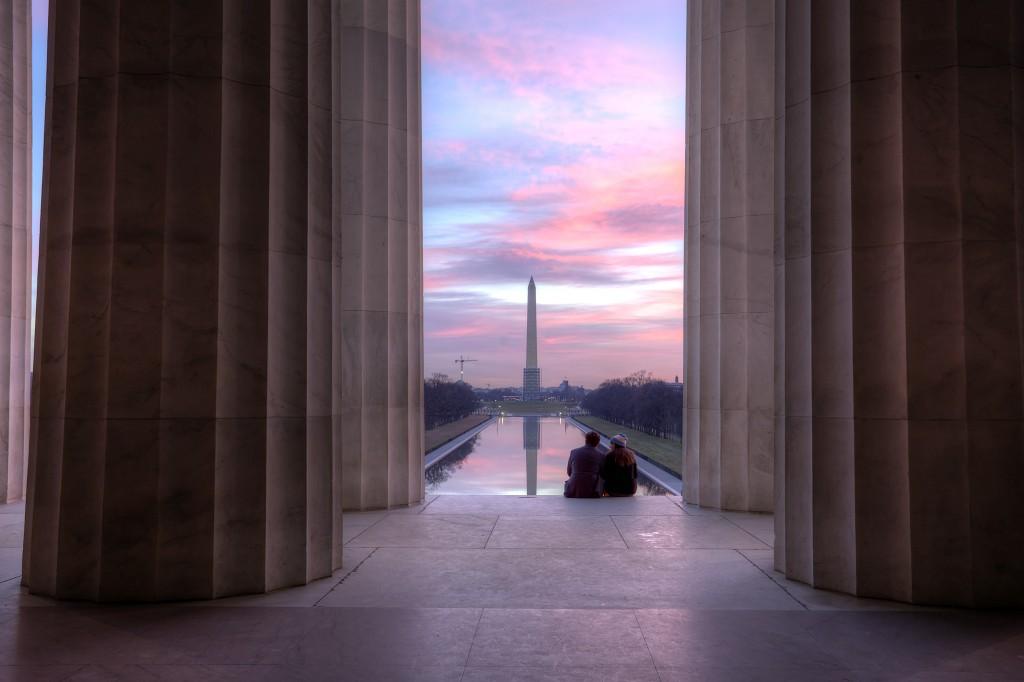 couple, column, lincoln memorial, washington dc, washington monument, scaffolding, reflecting pool, reflection, travel