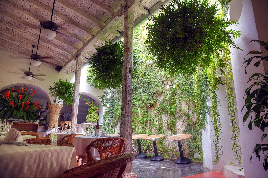 colombia, cartegena, restaurant, outdoor, seating, table, lunch, travel,
