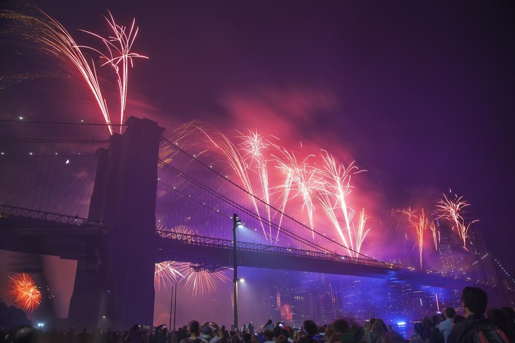 fireworks, fourth of july, macy's, brooklyn bridge, dumbo, new york, nyc, 2014