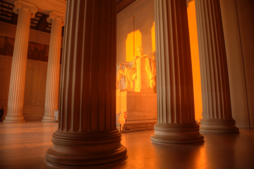 lincoln memorial, orange, sunrise, early morning, light, red, memorial, washington dc, travel, tripod, photo, photography, angela pan