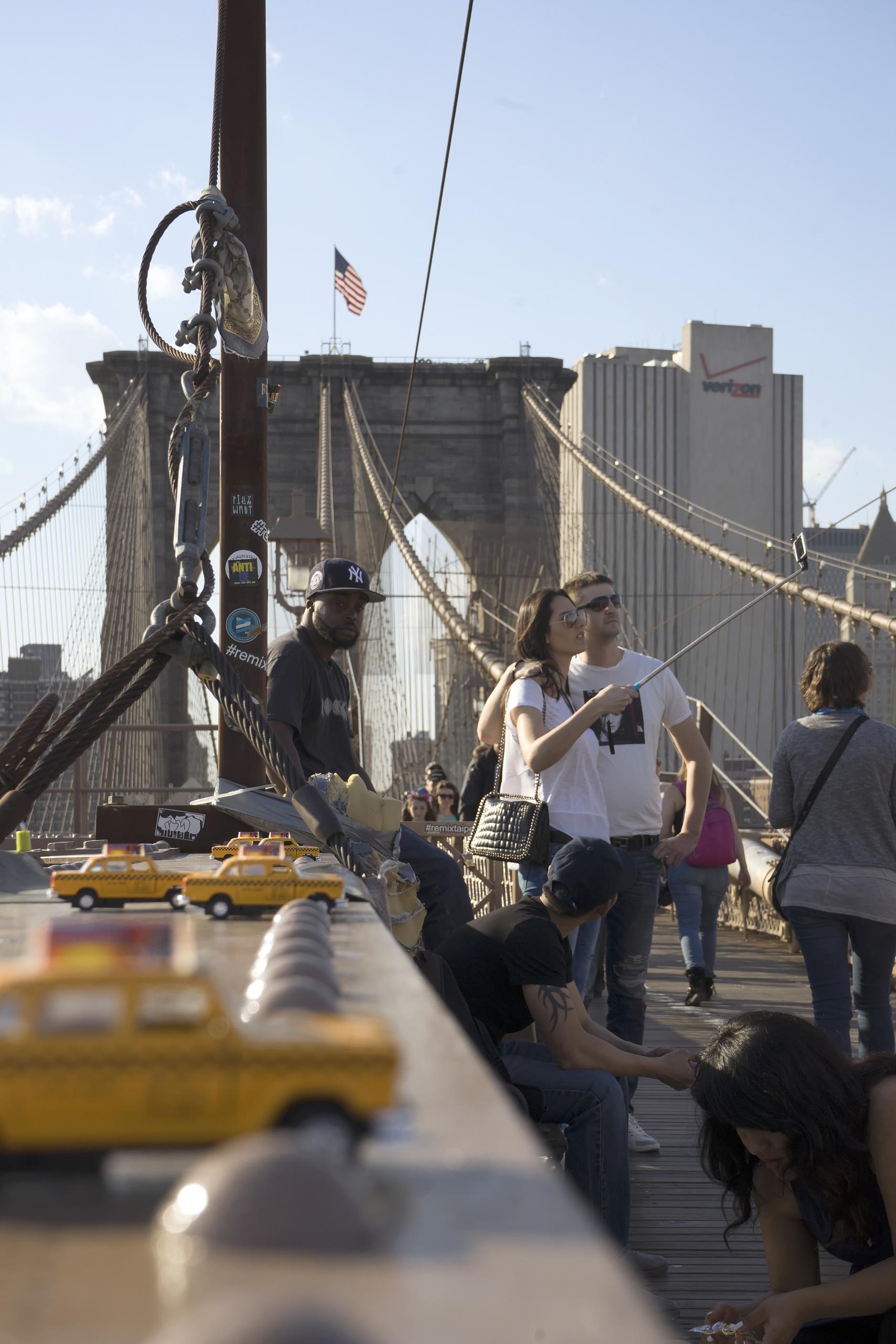 people watching, taxis, brooklyn bridge, street, bridge, new york, selfie stick, pedestrians, people