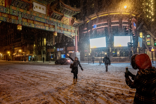 chinatown, verizon center, gate, snow, snowzilla, jonas, bilzzard2016, washington dc, posing, pictures, girls,