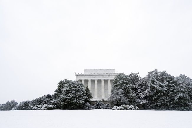 lincoln memorial, washington dc, snow, winter, bushes, trees, memorial, architecture, winter, presidents day, february, white, simple