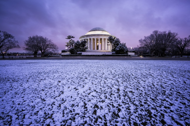 jefferson memorial, washington dc, sunrise, early morning, snow, winter, march, purple, lines, clouds, blue hour, morning glow, thomas jefferson