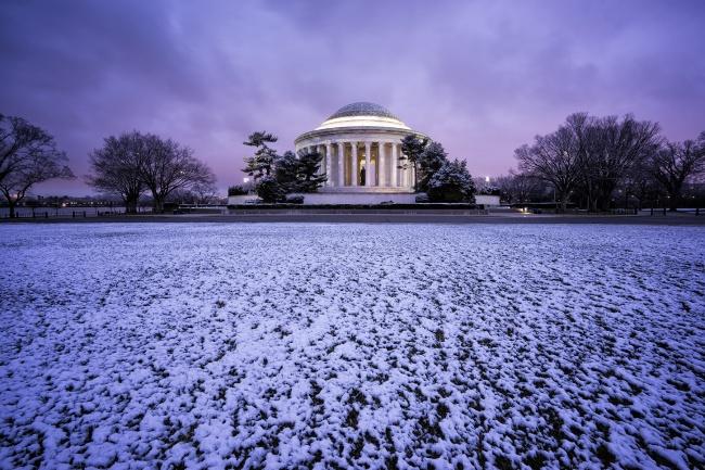 jefferson memorial, washington dc, sunrise, early morning, snow, winter, march, purple, lines, clouds, blue hour, morning glow, thomas jefferson