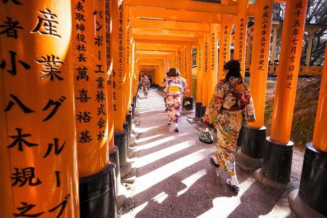 Fushimi Inari Shrine, kyoto, vermilion torii gates, shinto, japan, kimono, girls, walking, light, Senbon Torii, gate, shrine, girls