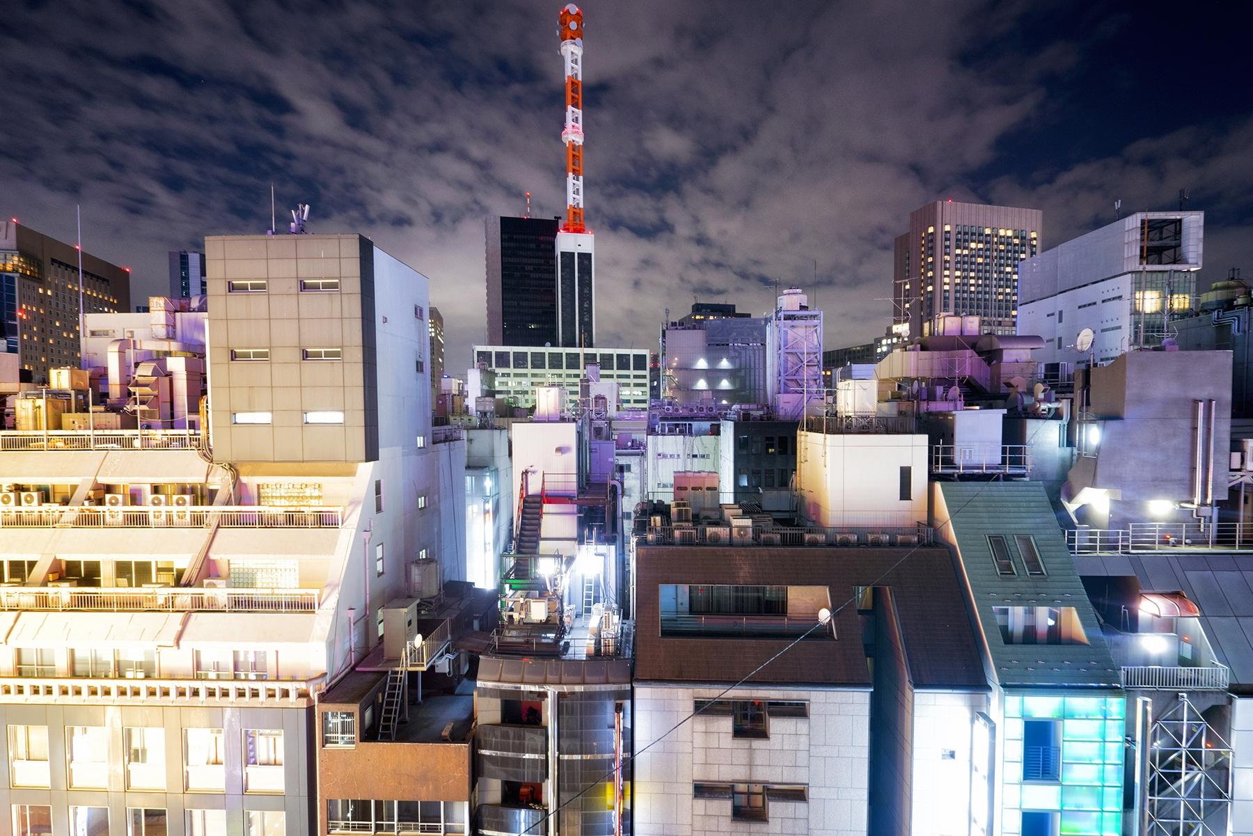 tokyo, shimbashi, ginza, japan, vertigo, rooftop, on top, buildings, night, glow, color, crowded, travel, photo tour, eyexplore,