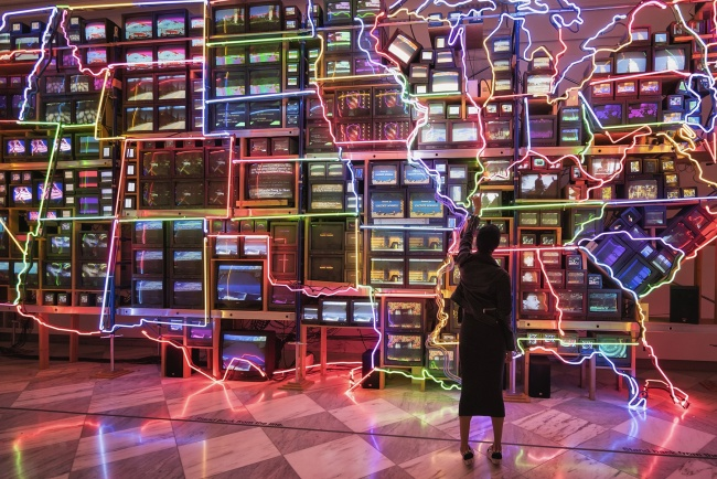 Electronic Superhighway , america, neon lights, tvs, Nam June Paik, national portrait gallery, washington dc, exhibit, art, modern,