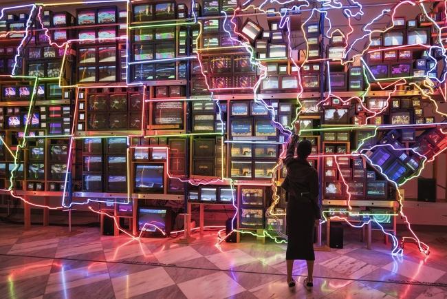 Electronic Superhighway , america, neon lights, tvs, Nam June Paik, national portrait gallery, washington dc, exhibit, art, modern,