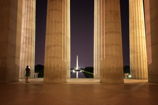 walk with locals, washington dc, lincoln memorial, washington monument, midnight at the monuments, photographer, night, tripod, reflecting pool