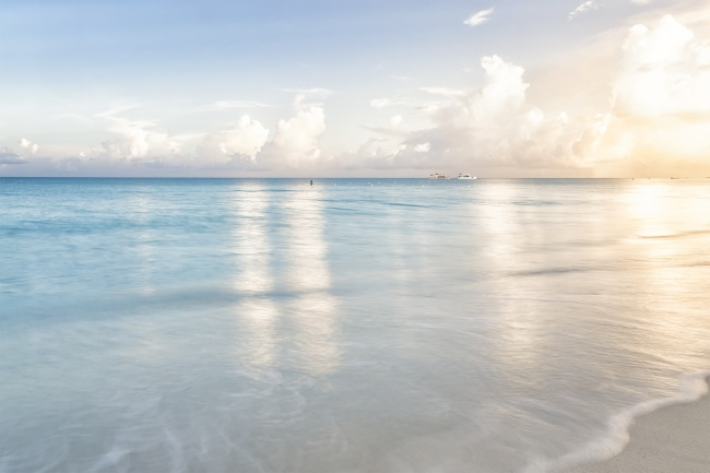 grace bay, beach, turks and caicos, caribbean, water, ocean, sunrise, clouds, boats,