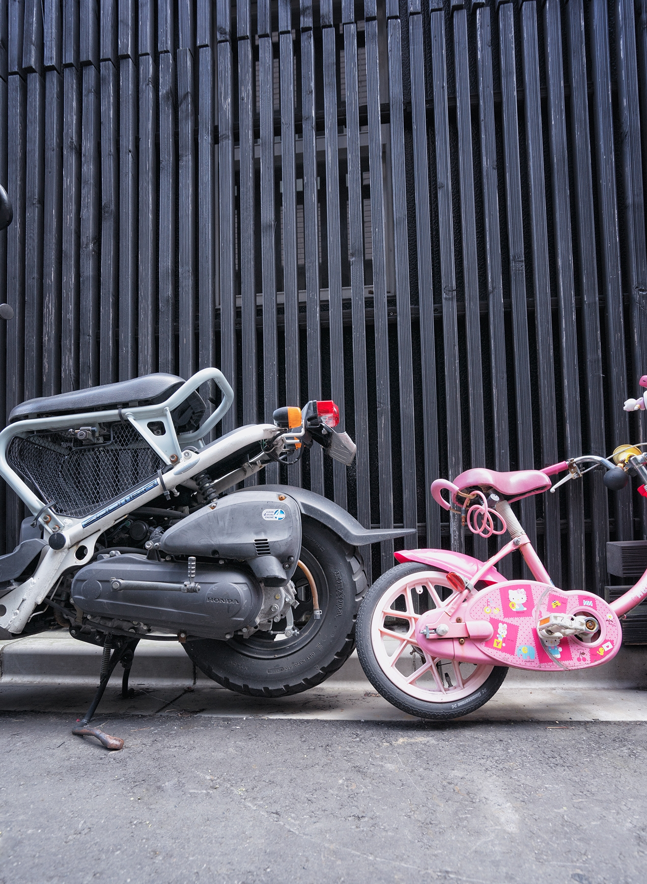 motorcycle, bike, hello kitty, bicycle, japan, asia, black, street, pink, garage,