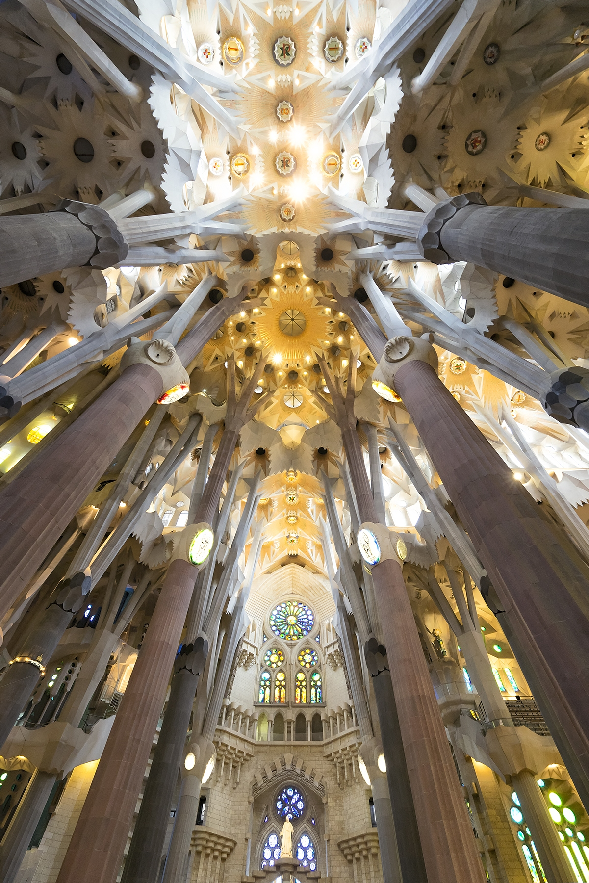 la sagrada familia, Basílica i Temple Expiatori de la Sagrada Família, gaudi, roman catholic church, barcelona, spain, interior, architecture, holy family, Antoni Gaudí,