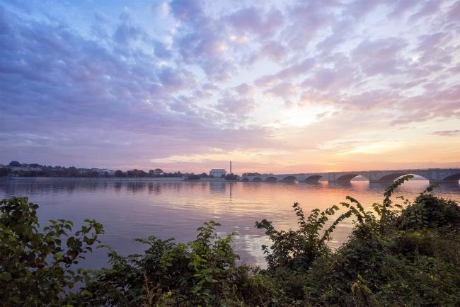 george washington parkway, arlington, virginia, va, sunrise, roosevelt island, national park, potomac river, washington dc, washington monument, lincoln memorial, clouds, bridge,