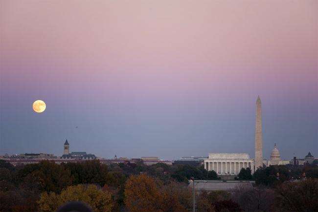 full moon, largest moon, super moon, november 2016, washington dc, east coast, united states, capital, us capitol, washington monument, lincoln memorial, sunset, moon rising, netherlands carillion, moon, space, night, virginia, va,