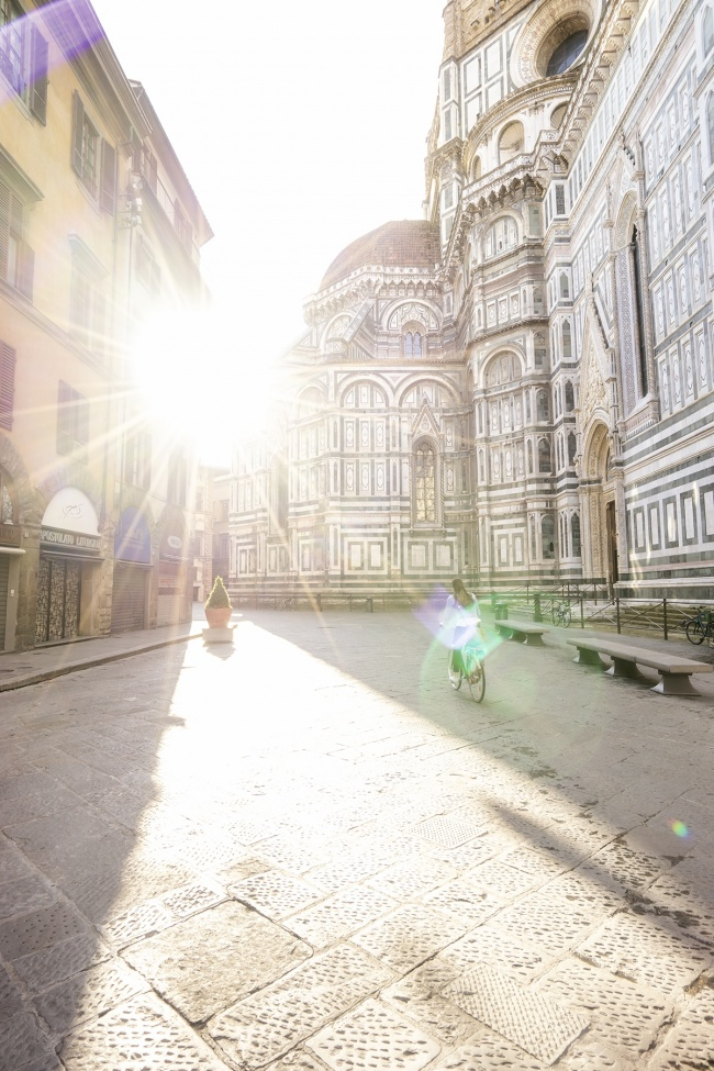 duomo, florence, italy, florence cathedral, duomo di firenze, gothic style, arnolfo di cambio, filippo brunelleshi, piazza del duomo, italy, tuscany, renaissance, architecture, girl, bike, sunrise, early morning,