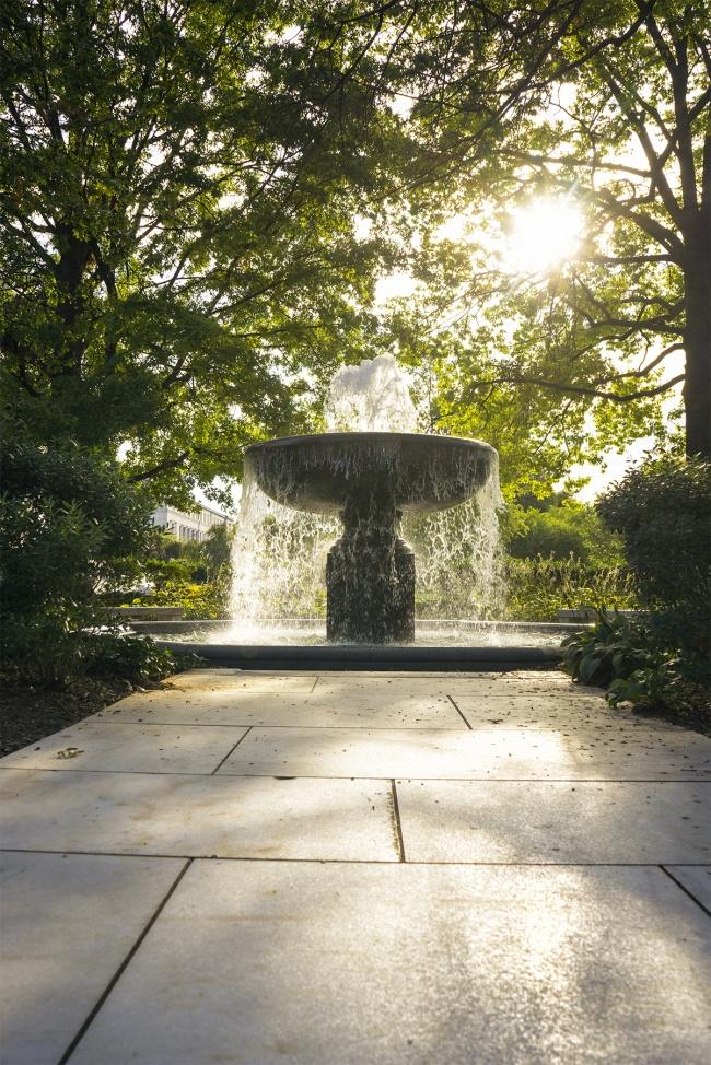 water fountain, sun, shining, zen, peace, creativity, washington dc, walk, travel, visit, tour, digital photography, photographer, photo, capture, happy, zen, light