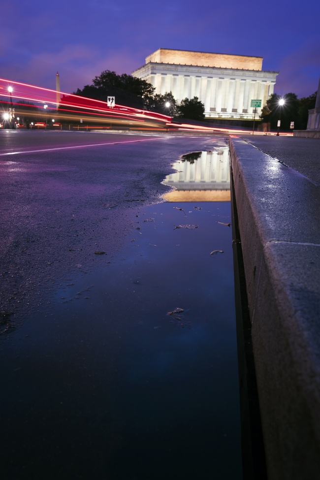 Lincoln memorial, washington monument, washington dc, early morning, sunrise, arlington memorial bridge, reflection, puddle, curb, memorials, parked cars, where to park, parking, national mall, tripod, camera, photography