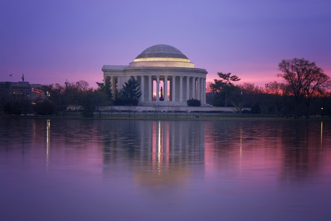camera settings, washington dc, f5.6, jefferson memorial, reflection, tidal basin, travel, visit, early morning, glow, horizon, pink, purple, washington dc metro area, dmv, tidal basin, cloudy sunrise, statue, architecture, memorials, camera, shutter speed, sony, a7ii, 16-35mm, wide angle