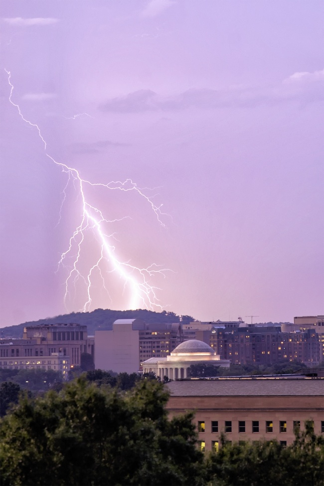 how to shoot lightning, exposure, camera settings, lightning, washington dc, jefferson memorial, tips to shoot lightning, night, tripod, shutter speed, how to, guide,