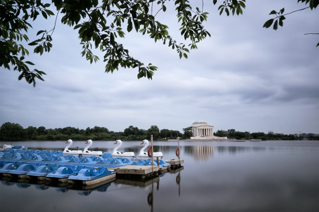 washington dc, nations capital, parking lot, best parking, free parking, tidal basin, paddle boats, swans, neutral density filter, camera settings, jefferson memorial, paddle boats, summer, spring, road trip, visit, travel, dulles airport