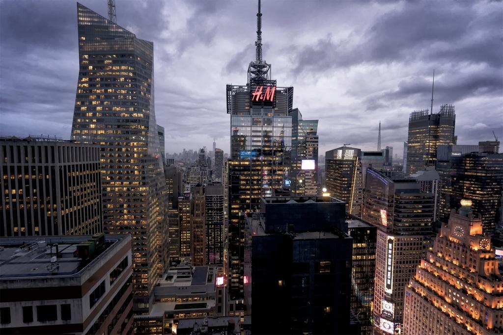 New York City, rooftop, times square, manhattan, visit, travel, rooftop bar, scenic, best pics, views, hyatt centric, lower manhattan, Chrysler building, rain, storm, clouds, buildings, architecture,