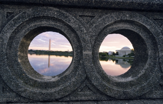 Washington DC Sunrise, washington dc, tidal basin, footbridge, jefferson memorial, washington monument, reflection, framing, early morning, photo, instagram, warm colors, cool colors, potomac river, west potomac park,