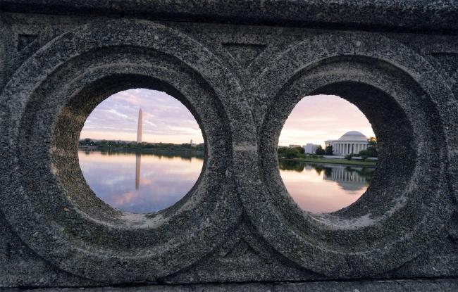 Washington DC Sunrise, washington dc, tidal basin, footbridge, jefferson memorial, washington monument, reflection, framing, early morning, photo, instagram, warm colors, cool colors, potomac river, west potomac park,