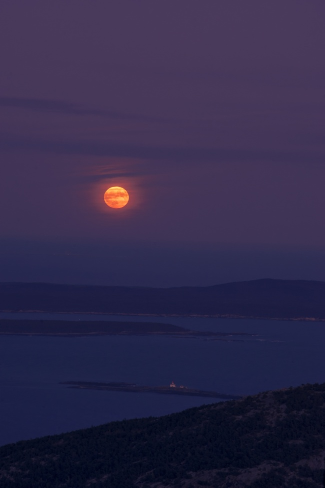 Harvest Moon, full moon, blood moon, orange, night photography, photo, cadillac mountain, acadia national park, lighthouse, maine, mount desert island, highest point,