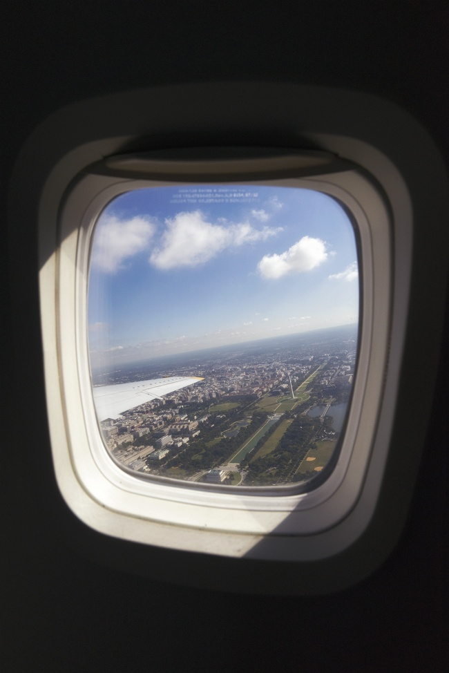 window seat, ronald reagan airport, dca, washington dc, national mall, washington monument, lincoln memorial, reflecting pool, birds eye view, airplane, travel, airport, virginia, arlington, va, tips, capture monuments,