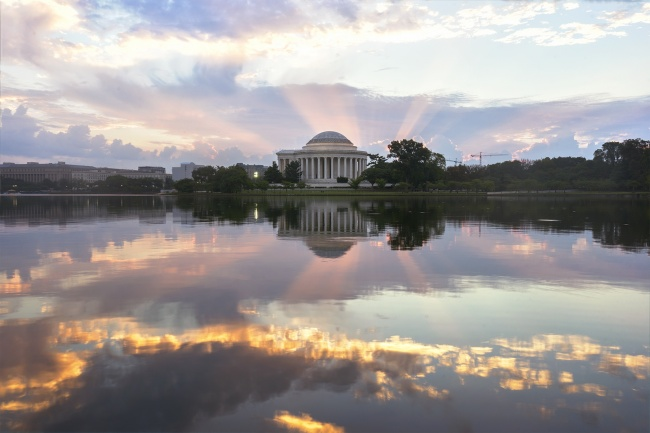 jefferson memorial, tidal basin, sunrise, rays of light, reflection, washington dc, washington mall, jefferson memorial, early morning, photography, photo, early morning, thomas jefferson, architecture, presidential memorial, founding fathers