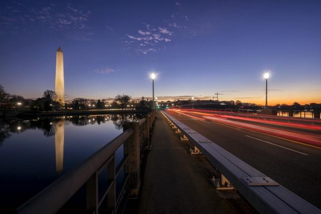 Kutz Memorial Bridge, washington dc, car trails, early morning, long exposure, tripod, tidal basin, washington monument, reflection, early morning, washington dc, glow, orange, trails, leading lines