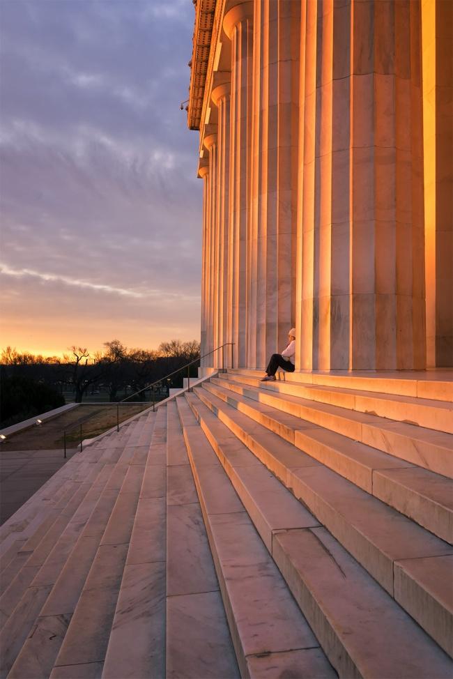Lincoln Memorial Steps, Washington DC, lincoln memorial, sunrise, glow, orange, sun, columns, steps, watch sunrise, nation's capital, national mall, winter, glow