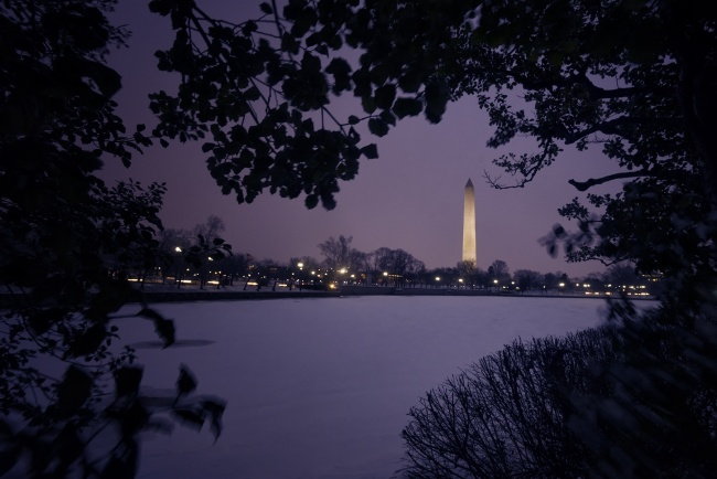 snow, winter, weather, washington dc, washington monument, tidal basin, national mall, cars, light trails, tripod, street lights, city views, east coast, nation's capital, framing, ice, patches, snow hole