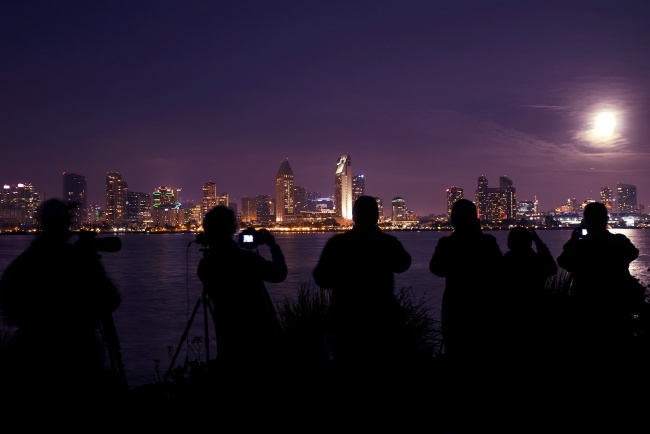 san diego, super moon, coronado, night, photographers, photo, best place to see moon, full moon, winter, cold, cloudy, watch the full moon, socal, southern california,