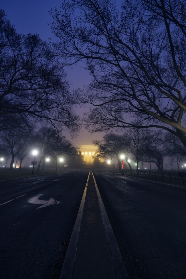 Foggy Morning, lincoln memorial, national mall, washington dc, fog, purple, trees, 23rd street, street photography, early morning, street lights, car trails, light trails,