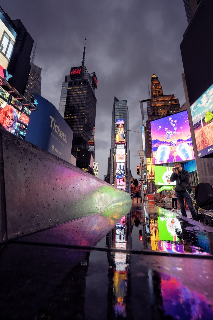 New York City, Times Square, rain, reflection, the line, cartoon, japan, buildings, puddle, photographers, visiting times square, new york, travel, visit, camera settings, lights,