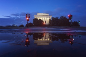 Lincoln Memorial Photo Walk, focus on the story, international photo festival, fots, #fotswalk18, photowalk, lincoln memorial, national mall, snow, winter, reflection, puddle, blue hour,