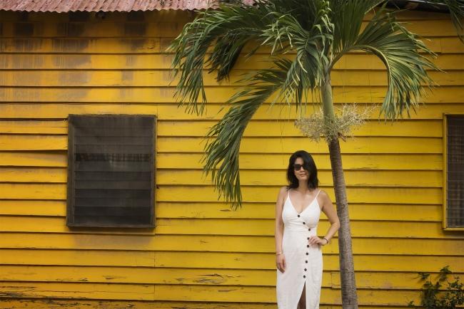 Oranjestad, Aruba, city, capital, caribbean, island, yellow, portrait, haircut, island life, photo workshop, national mall, house portrait, palm tree