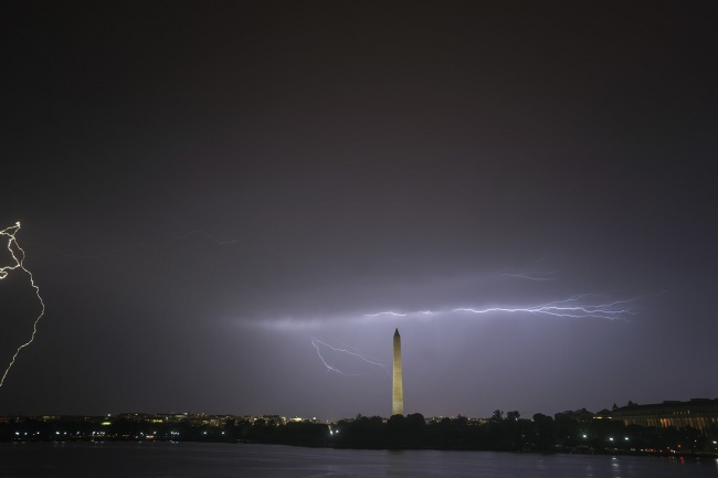 washington dc, summer, lightning, how to photograph lightning, tripod, jefferson memorial, washington monument, lightning strike, washington dc weather, visit, travel, how to, rain, shelter, summer nights