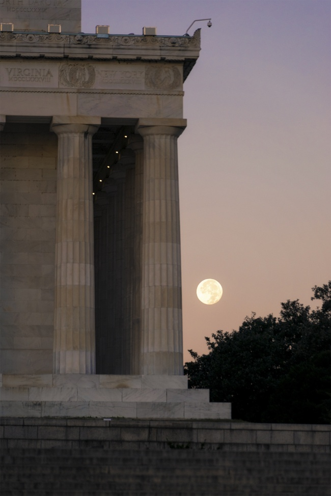 Full Moon Setting, lincoln memorial, washington dc, national mall, columns, ultra zoom lens, sunrise, early morning, architecture, moon