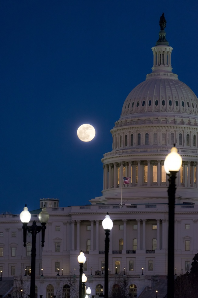 Super Blood Wolf Moon, full moon, rising, us capitol, washington dc, streets, maryland ave, 3rd st, night, street lights, capitol building, capital