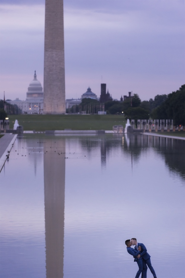 photoshoot, washington dc, national mall, early morning, sunrise, reflecting pool, couple, washington monument