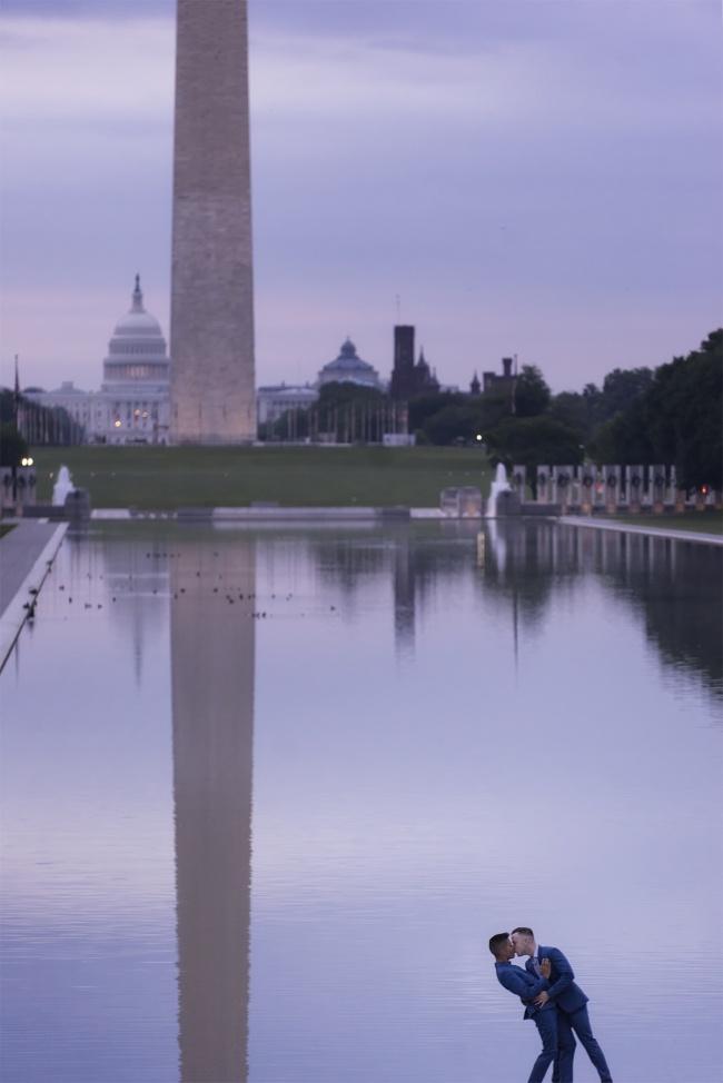 photoshoot, washington dc, national mall, early morning, sunrise, reflecting pool, couple, washington monument