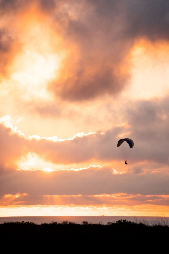 san diego, salk institute, paraglider, gliding, sunset, west coast, photogrpahy, torrey pines, la jolla, california