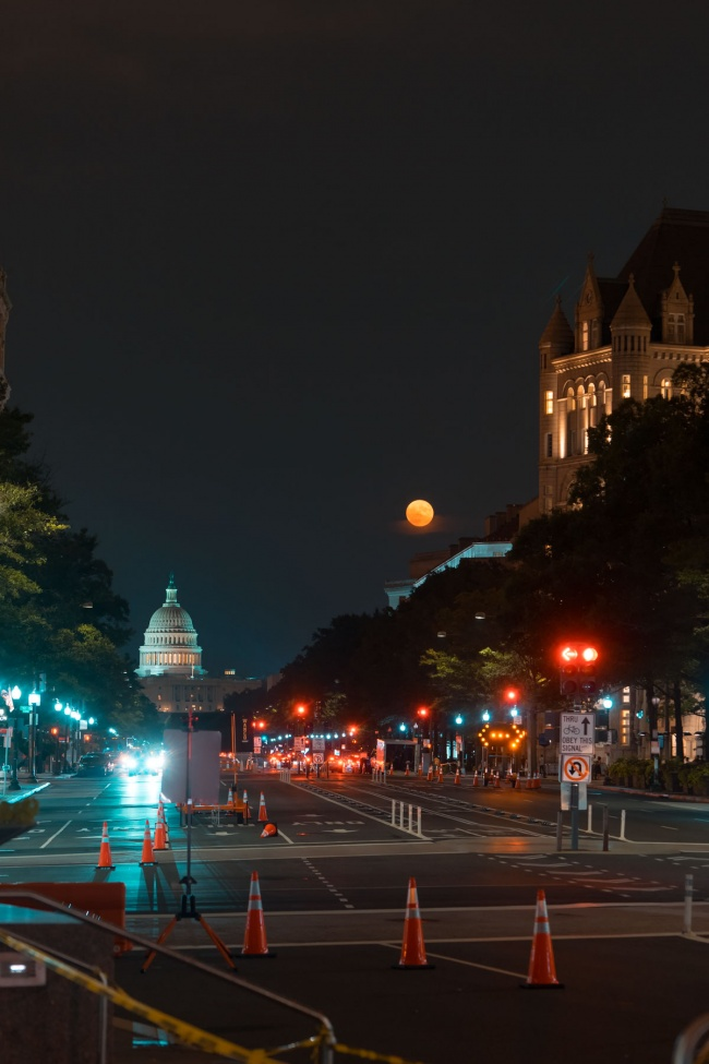 washington dc, us capitol, freedom plaza, pennsylvania avenue, night photography, full moon, street lights, old post office, construction