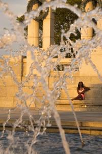 washington dc, national mall, world war ii memorial, fountains, street photography, candid, water fountains, framing, matt mcclain