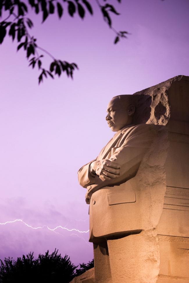martin luther king jr memorial, washington dc, national mall, lightning strike, purple sky, lightning, thunder, storms, tidal basin, night photography
