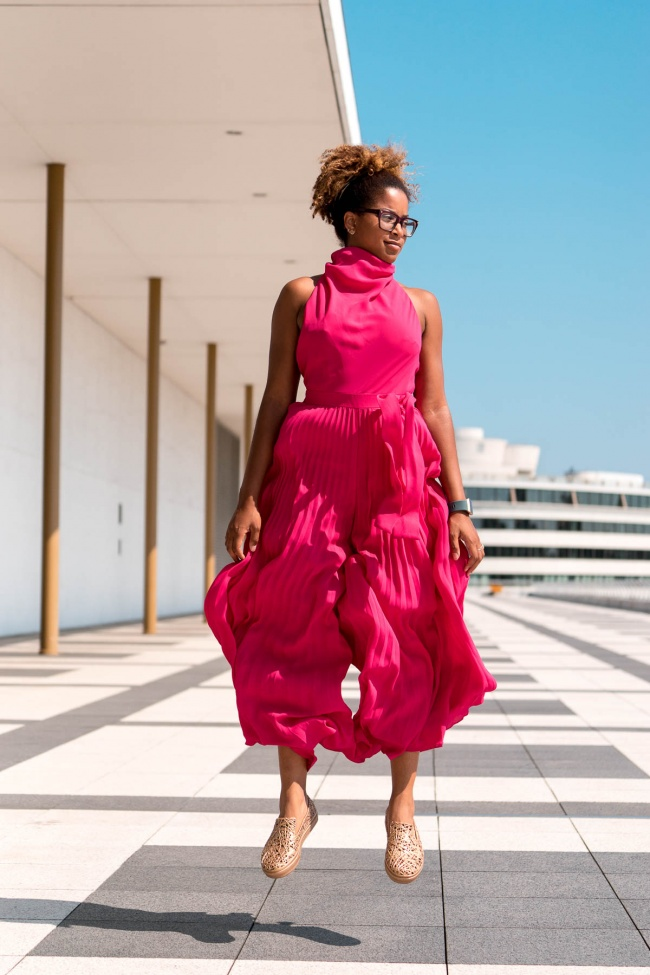 kennedy center, the reach, newly open, rooftop terrace, watergate hotel, watergate apartment complex, lines, simplicity, portraiture, pink, morgan